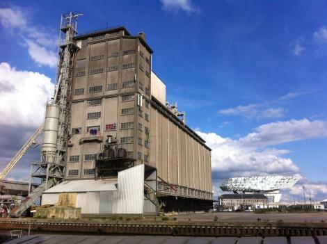 Persbericht stRaten-generaal, Ademloos en Ringland – Antwerpse actiegroepen zetten juridische stappen tegen geplande sloop waardevolle SAMGA-silo's op grens tussen Antwerpse stad enhaven